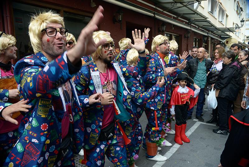 Las agrupaciones callejeras animan al público